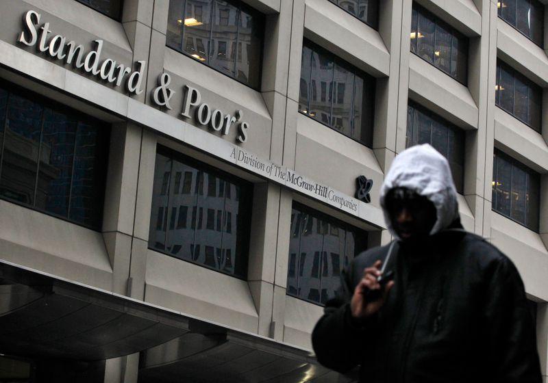 © Reuters. S&P REVOIT À LA HAUSSE LE TAUX DE DÉFAUTS ATTENDUS EN EUROPE
