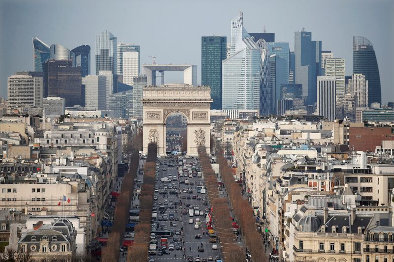 © Reuters. General view of the skyline of La Defense business district with its Arche behind Paris' landmark, the Arc de Triomphe and the Champs Elysees avenue in Paris