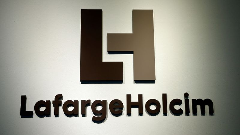 © Reuters. The logo of LafargeHolcim, the world's largest cement maker, is seen in Zurich