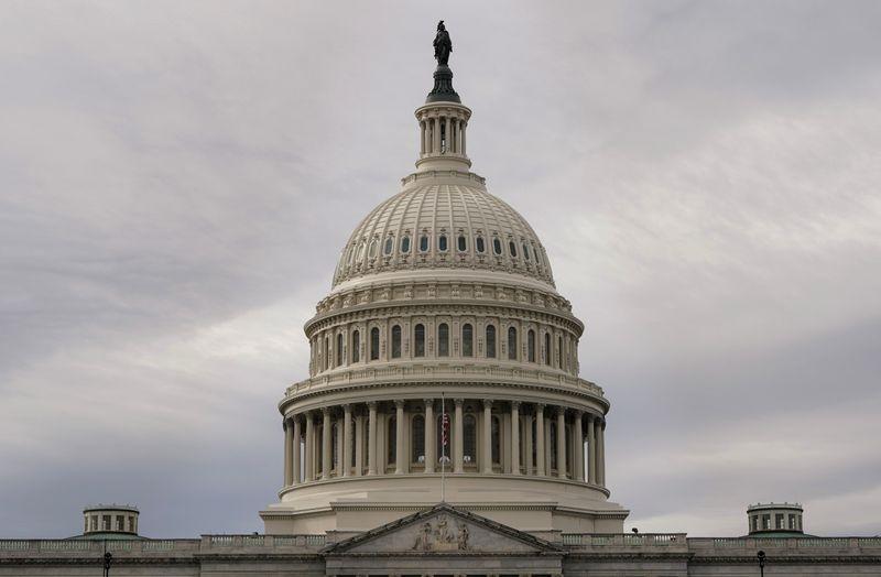 © Reuters. FILE PHOTO: The U.S. Capitol Building