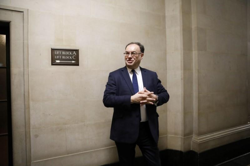 © Reuters. LE GOUVERNEUR DE LA BANQUE D'ANGLETERRE S'INQUIÈTE DE LA SITUATION SANITAIRE