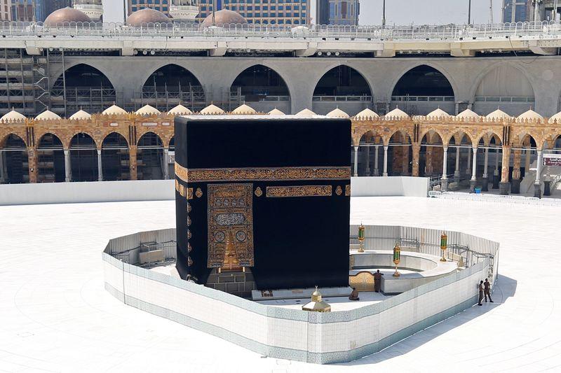 © Reuters. وكالة: السعودية تسمح بأداء العمرة من داخل المملكة اعتبارا من 4 أكتوبر