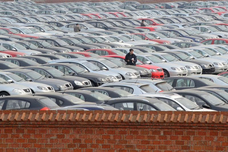 © Reuters. FILE PHOTO: A view shows a parking lot of Chinese carmaker Brilliance Automotive in Shenyang