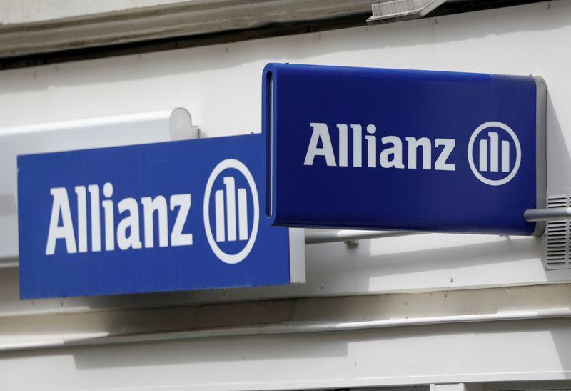 © Reuters. Il logo del gruppo Allianz a Parigi, 30 aprile 2020