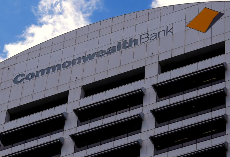 © Reuters. FILE PHOTO: The logo for the Commonwealth Bank of Australia adorns their head office in central Sydney
