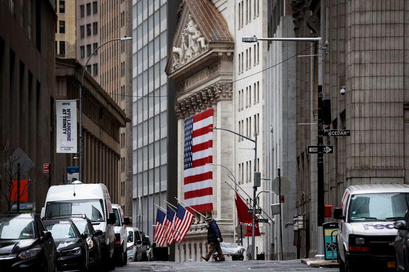 © Reuters. NEW YORK GARDE UNE LONGUEUR D'AVANCE SUR LONDRES AU CLASSEMENT DES PLACES FINANCIÈRES