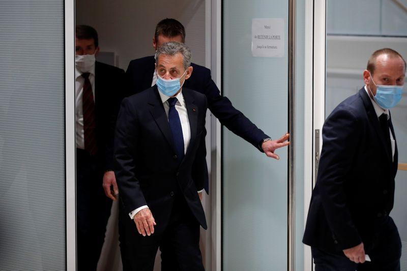 Condena por corrupción y pena de cárcel para el expresidente francés Sarkozy  Por Reuters