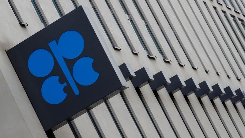 أوبك+ تجتمع للبت في إنتاج النفط، والسعودية وروسيا تلحظان تعافيا هشا
