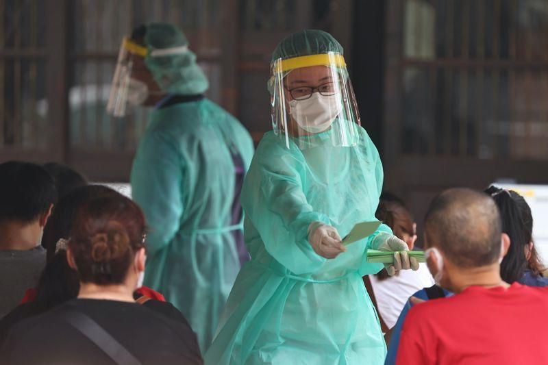 台湾、コロナ警戒水準を引き上げ 感染者180人に急増
