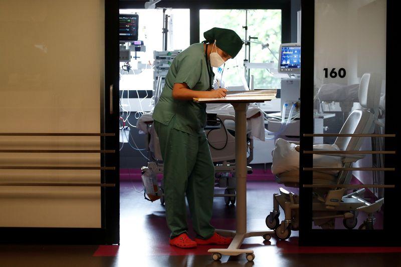 Coronavirus/France: La décrue des patients en soins critiques se poursuit