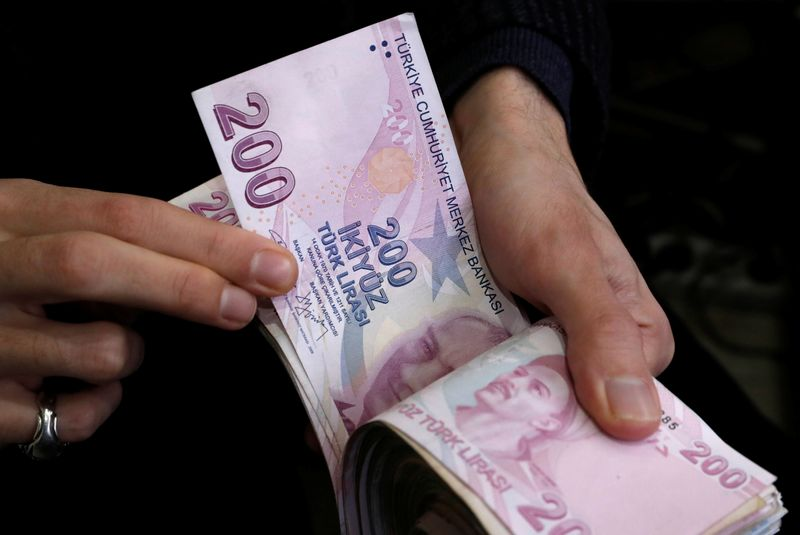 صعود قوي لليرة التركية بعد الاقتراب من انخفاض قياسي
