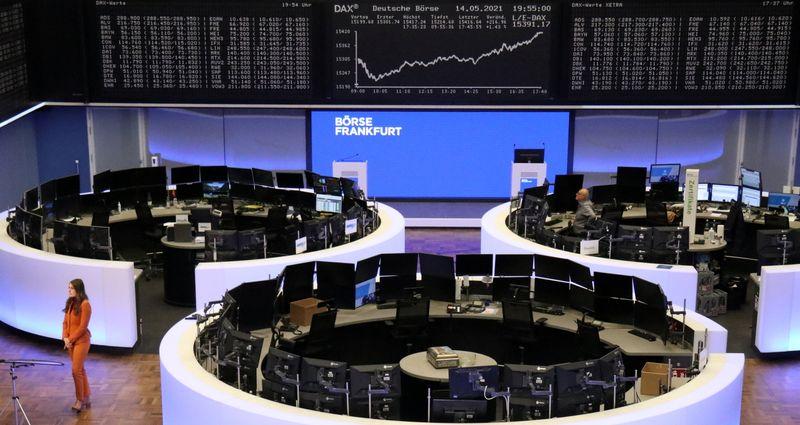 Европейские акции в минусе несмотря на открытие ряда экономик региона