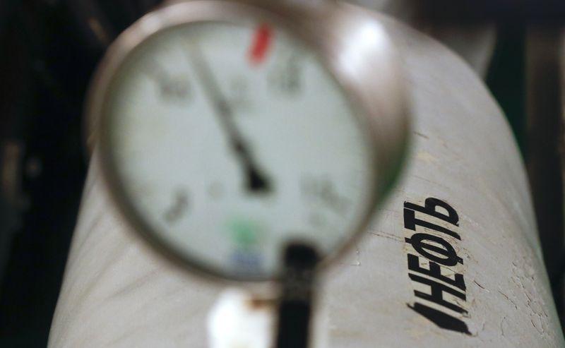 Экспортная пошлина на нефть в РФ вырастет на 7% в июне до $58,8/т--Минфин