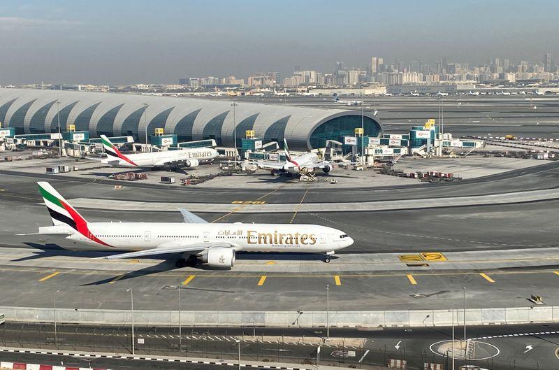 رئيس طيران الإمارات: الشركة ربما تبدل طائرات بوينج 777 بطائرات دريملاينر أصغر