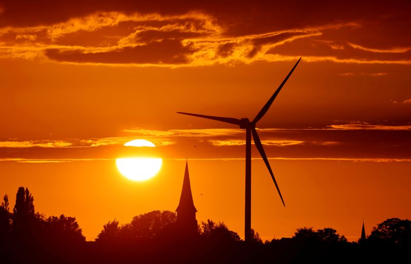EU lawmakers give final approval to bloc's green transition fund