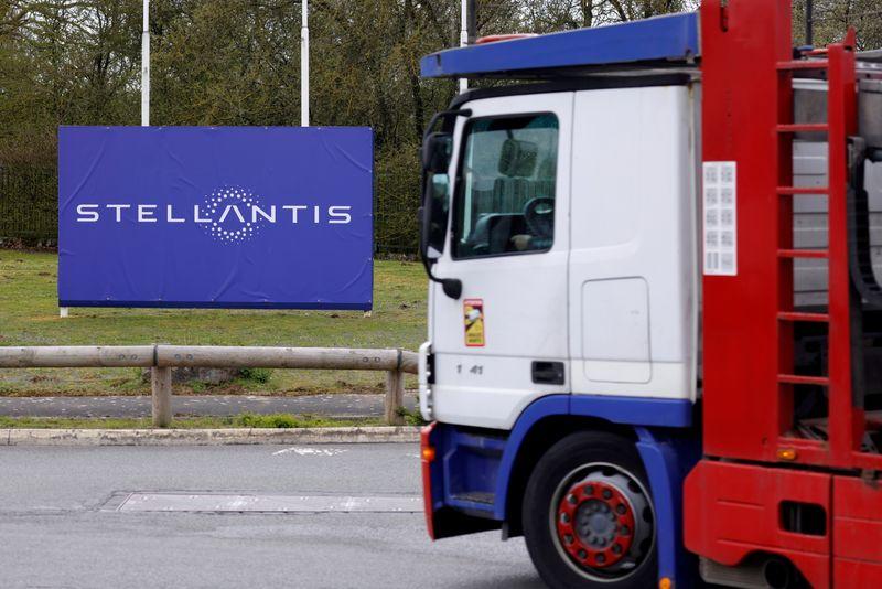 Stellantis расторгнет текущие контракты с европейскими дилерами с июня 2023 года -- СМИ