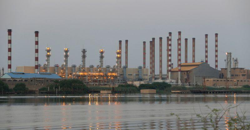 إيران تتطلع لرفع العقوبات، لكن هل تستعيد مشتري نفطها في آسيا؟