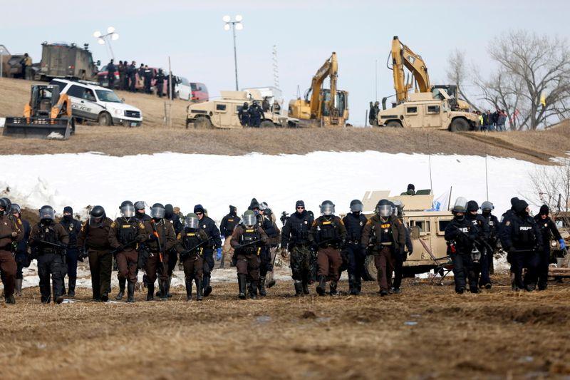 U.S. judge orders that Dakota Access oil pipeline can remain open