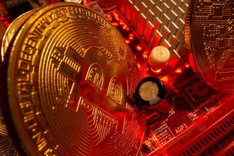 Le bitcoin a perdu près de 50% depuis son record d'avril