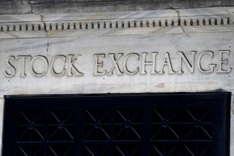 Wall Street avanza gracias a impulso de acciones tecnológicas