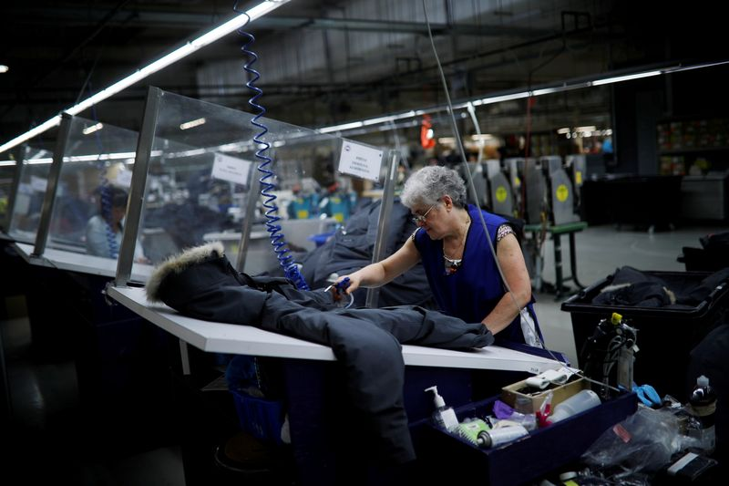 Canada April factory sales likely fell by 1.1% - Statscan flash estimate