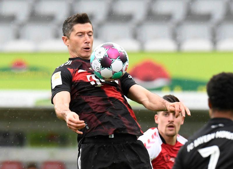 Robert Lewandowski égale Gerd Muller, l'Eintracht Francfort se loupe