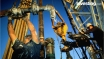 شاهد: النفط يكسب من المخاوف الجيوسياسية وتقلص المخزونات الامريكي
