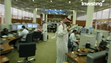 بالفيديو: السوق السعودي يستنجد بقطاع العقارات ليتماسك فوق الحاجز النفسي