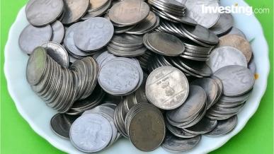 شاهد: اليورو يتباين عقب الإنخابات الإيطالية، الذهب يعوض وبتكوين يكسب المزيد