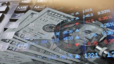 شاهد: إنخفاض اليورو والذهب قبل قرار الفيدرالي، بتكوين تتماسك والنفط يقفز