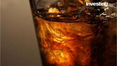 Barclays mejora recomendación y precio objetivo de Coca-Cola