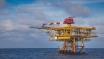 Petroliferi ritracciano tra calo del greggio e incertezze politiche