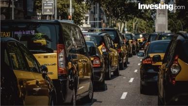 Los taxistas españoles mantienen su pulso contra Uber y Cabify
